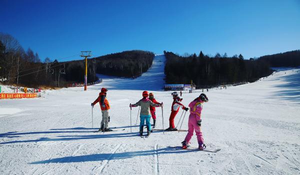2019 云齐伊春 亲子营 滑雪
